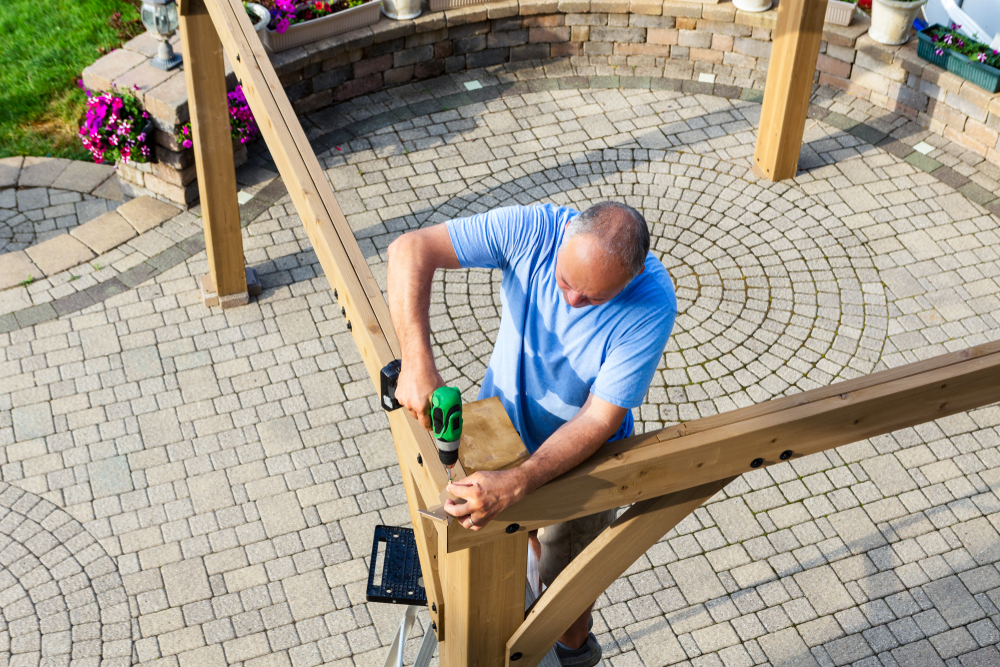 man building radius patio cover on circular patio